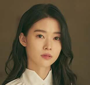 チョン・イソキム・ユヨン役若いメイド、スヒョクと運命的愛に陥る人物